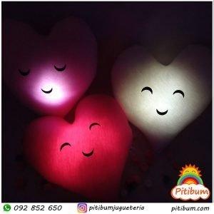 Veladoras de Corazón, con luz tenue